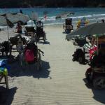 Différents visuels des installations un fauteuil à la mer à Giens dans le var